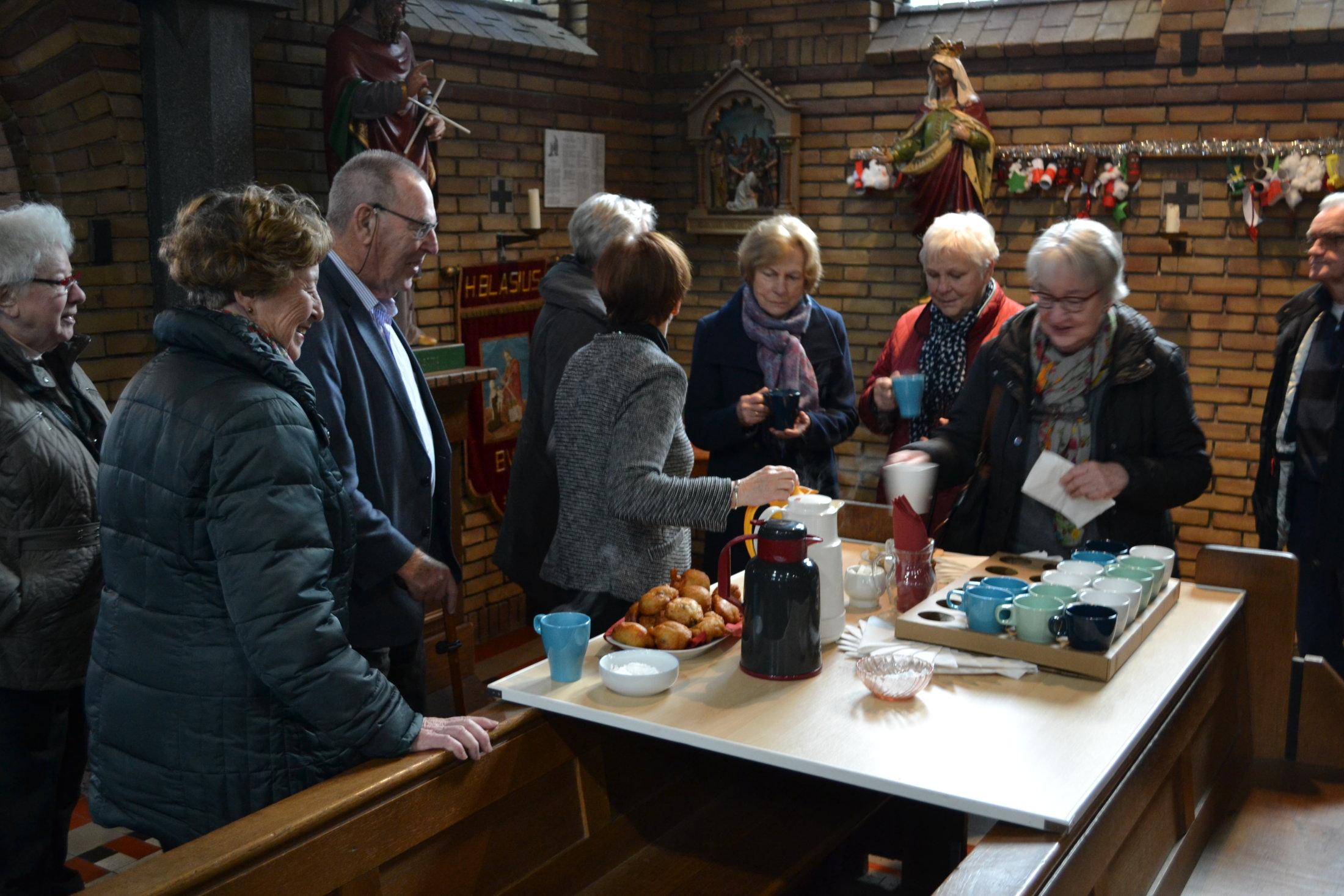 Oliebollen en koffie na de oudejaarsviering